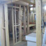 2階では壁のボードも貼り上がり、収納も完成しました。
